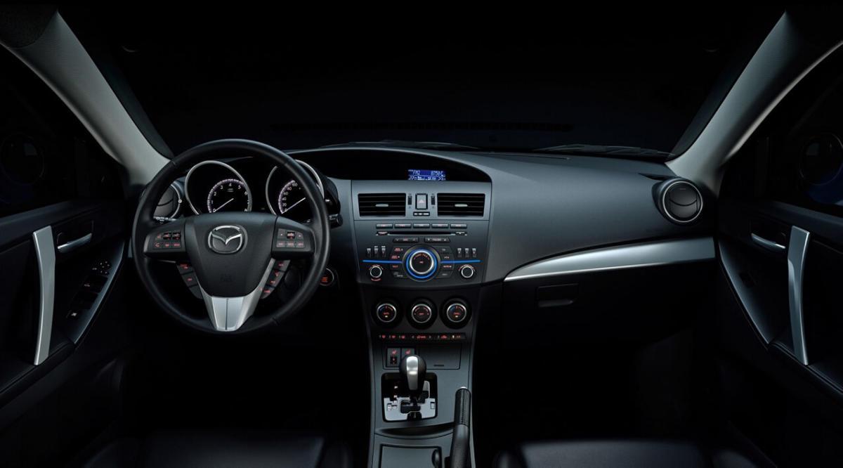 Салон Mazda 3 Hatchback