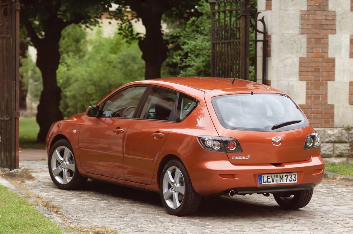Mazda 3 Hatchback вид сзади
