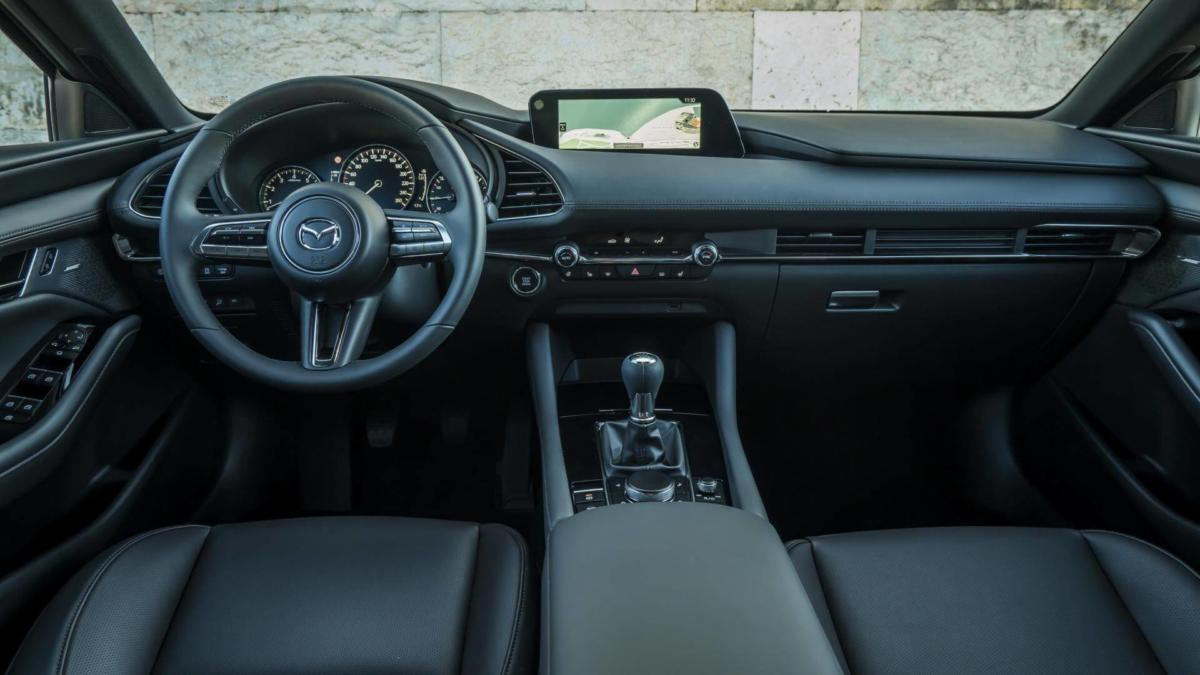 Интерьер Mazda 3 2019 года