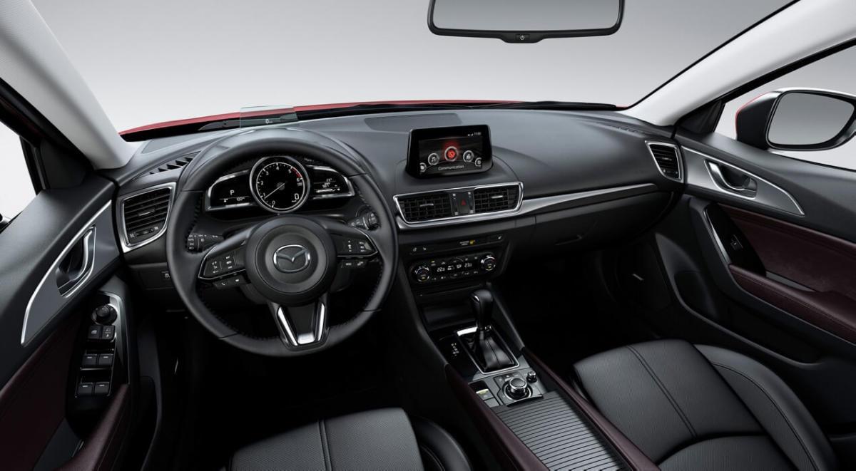 Интерьер Mazda 3 третьего поколения