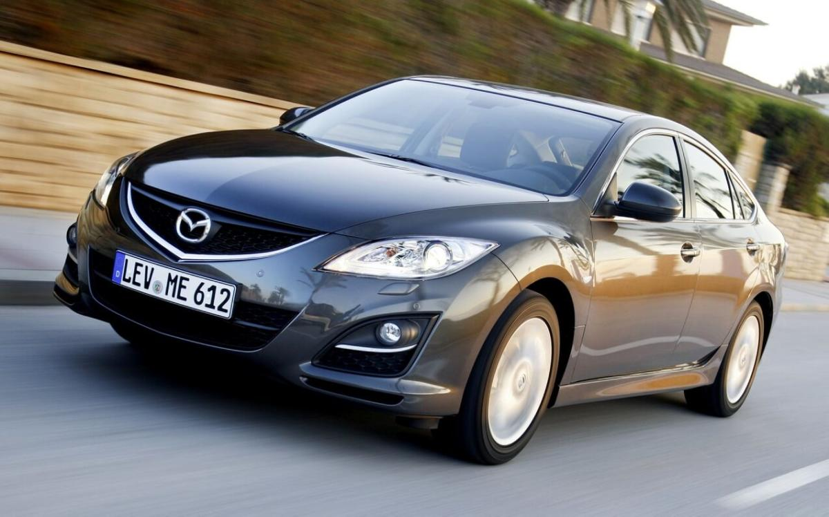 Вид спереди Mazda 6 Hatchback