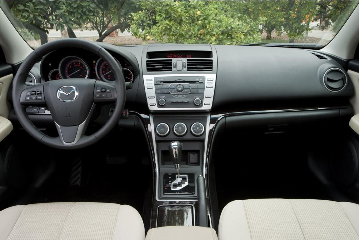 Интерьер Mazda 6 II поколение