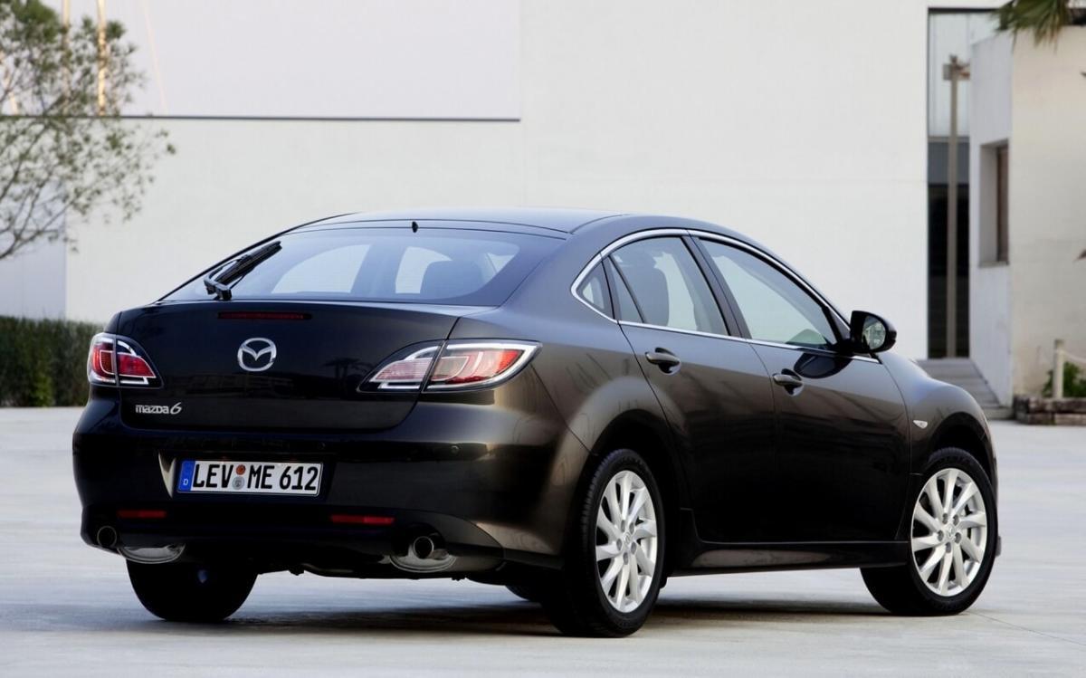 Вид сзади Mazda 6 Hatchback