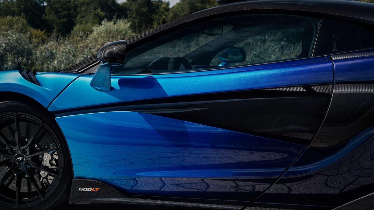 Вид сбоку McLaren 600LT