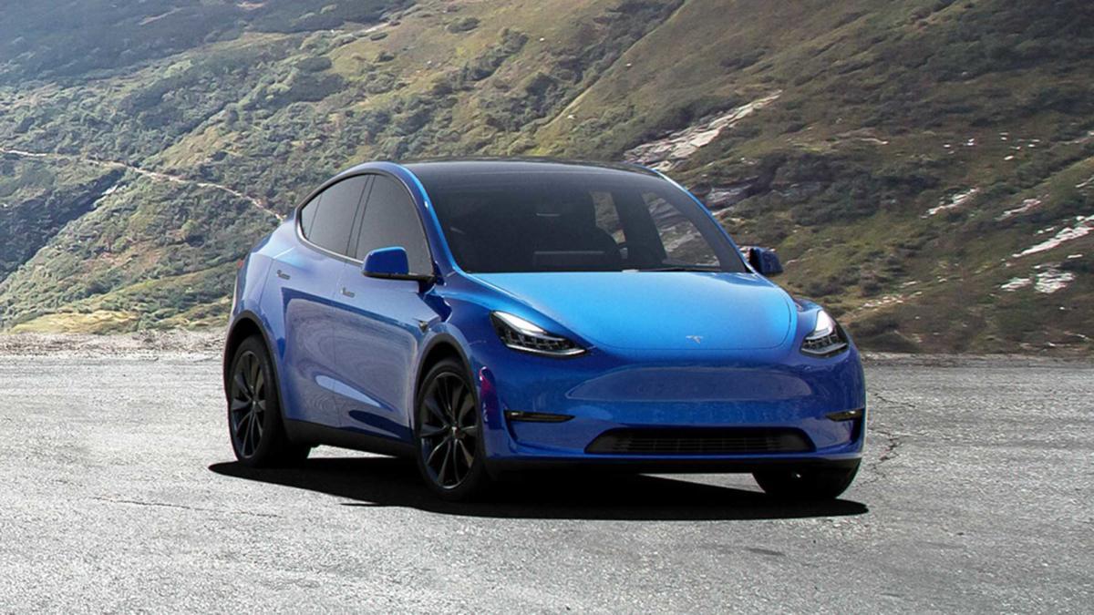 Вид спереди Tesla Model Y
