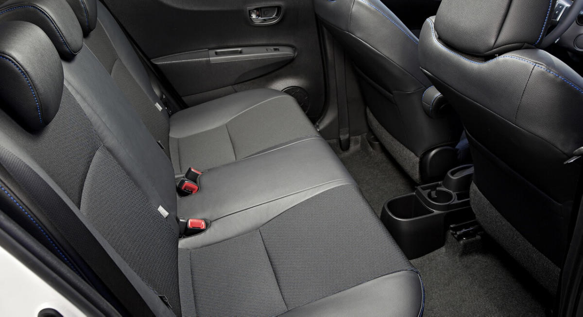 Салон Toyota Yaris Hybrid