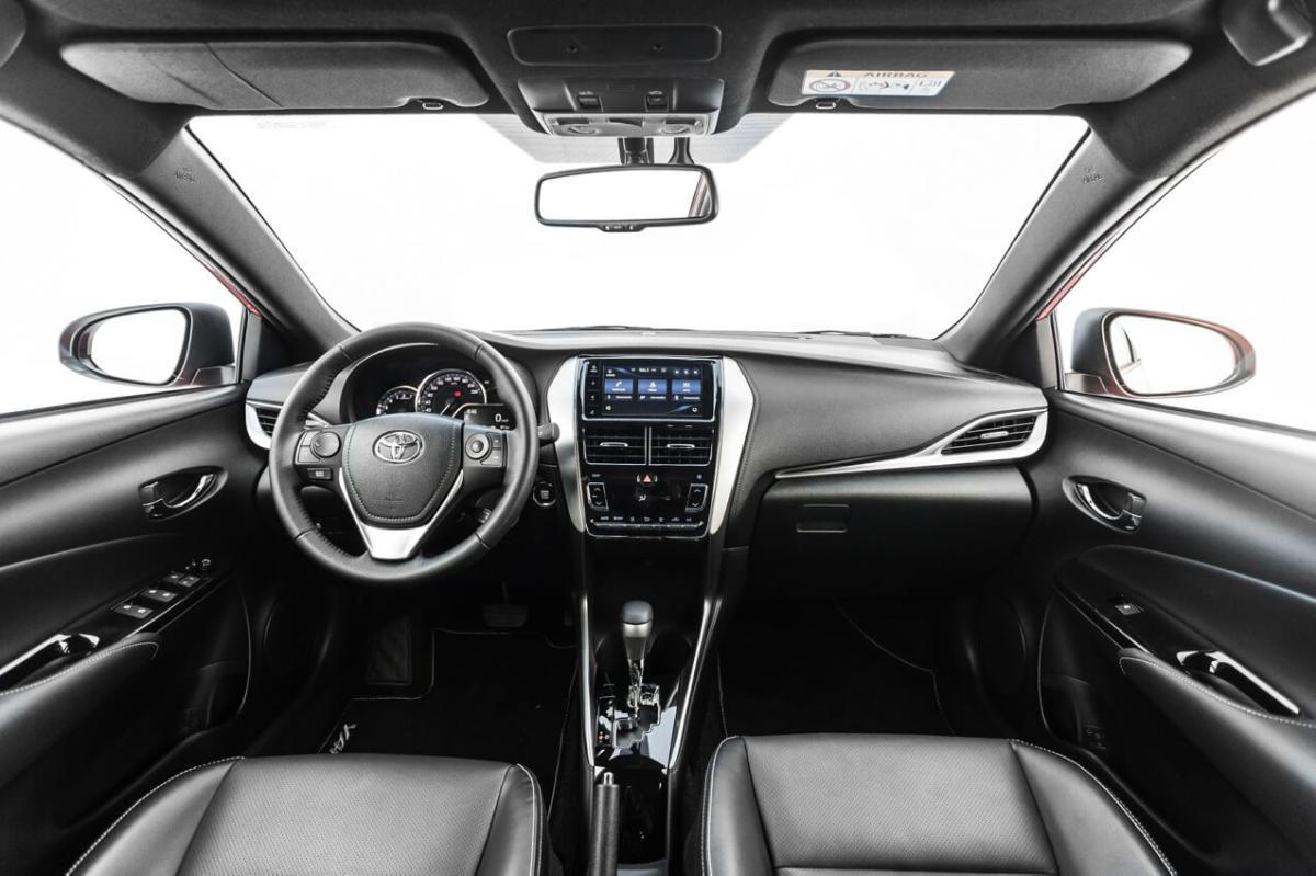 Интерьер Toyota Yaris 2018