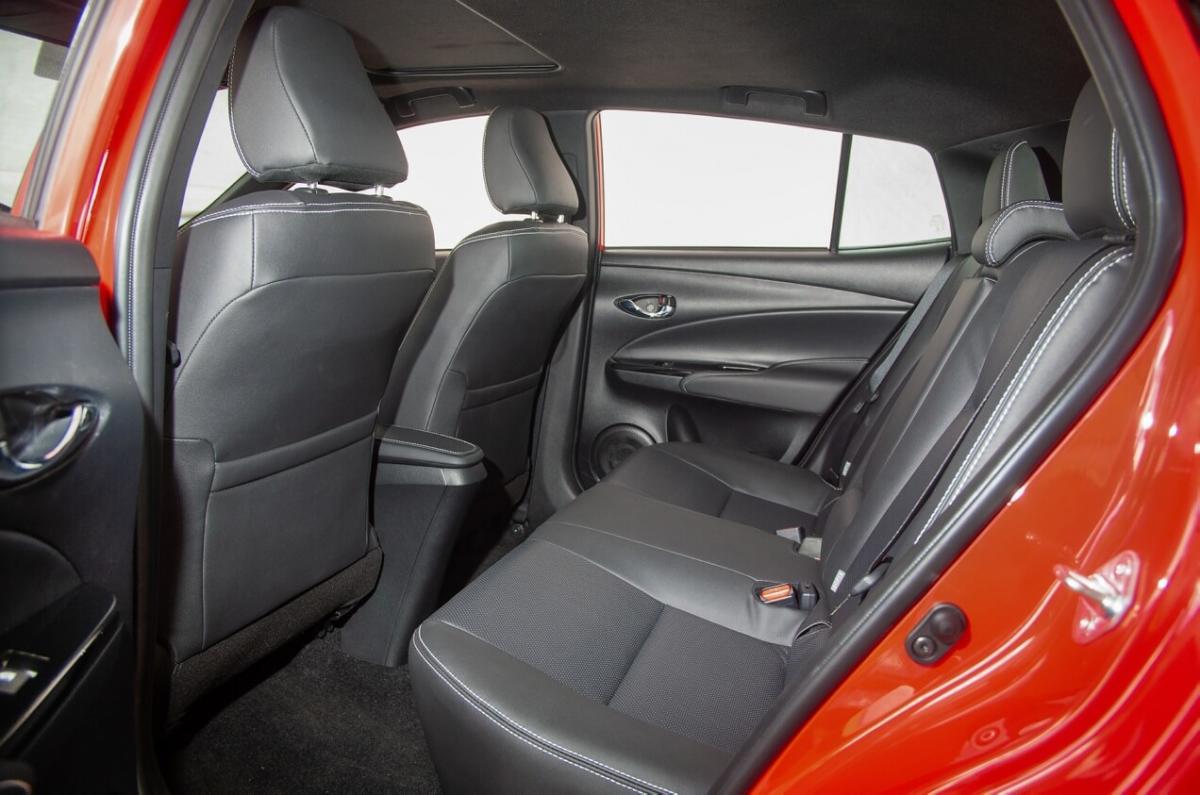 Салон Toyota Yaris 2018