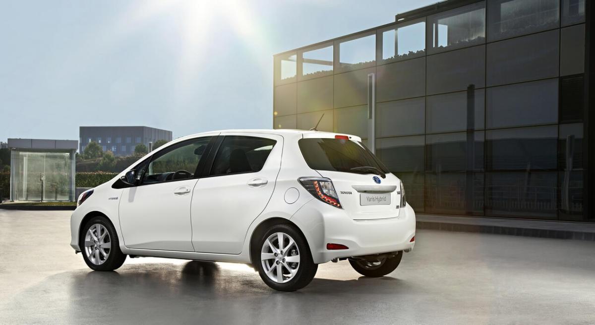 Фото Toyota Yaris Hybrid