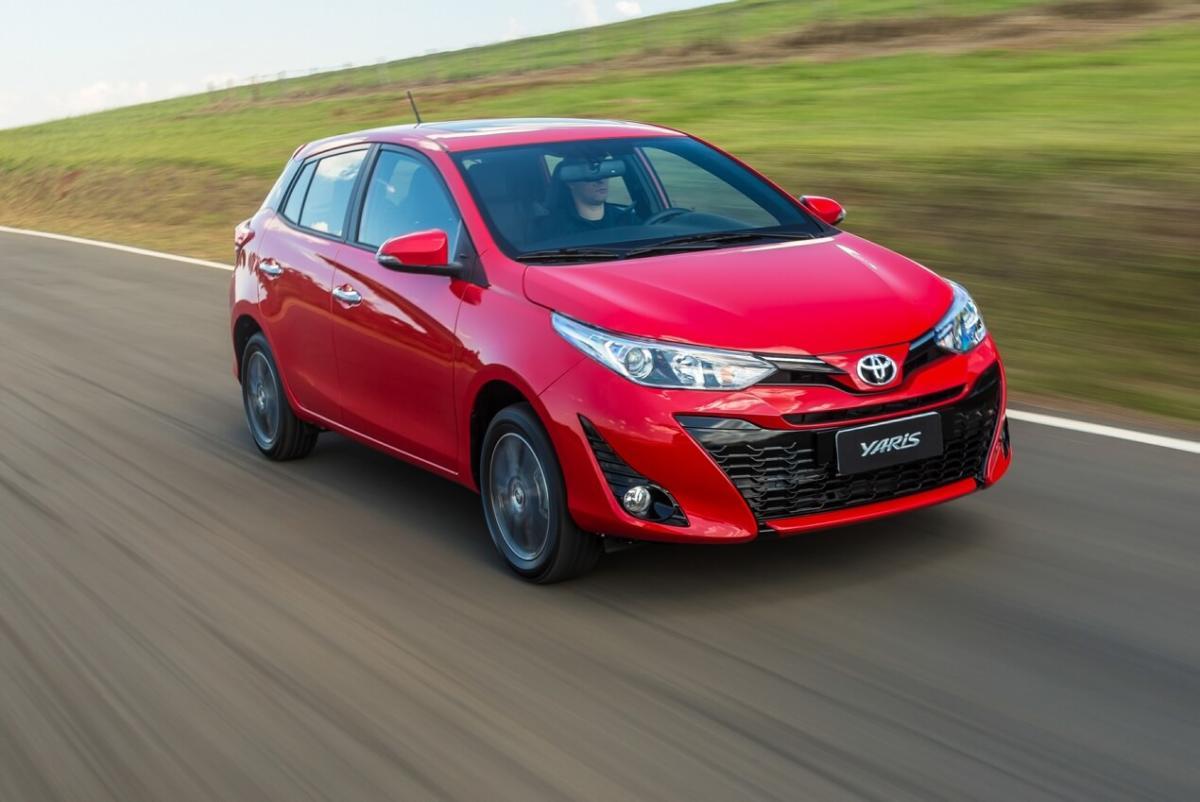 Toyota Yaris вид спереди