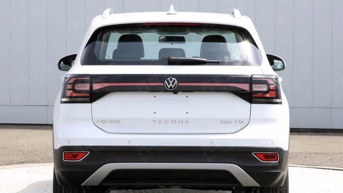 Вид сзади Volkswagen Tacqua