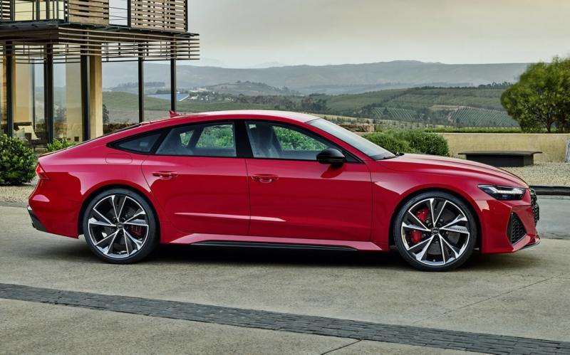 Вид сбоку Audi RS7