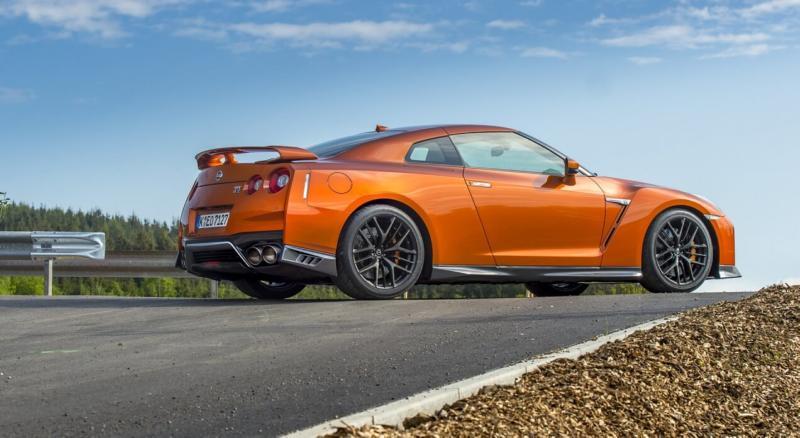 Спорткар Nissan GT-R