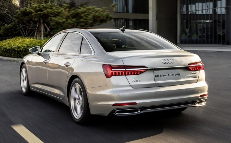 Вид сзади Audi A6 L Sedan