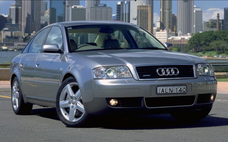 Вид спереди Audi A6 (C5)