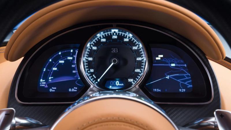Центральная панель Bugatti Chiron