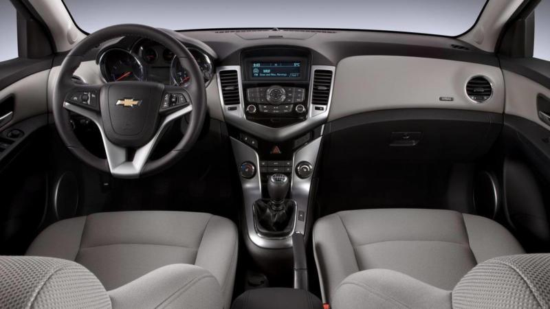 Салон Chevrolet Cruze I поколение