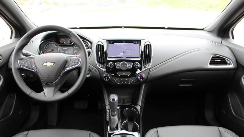 Интерьер Chevrolet Cruze II поколения