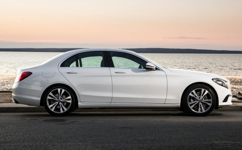 Вид сбоку Mercedes-Benz C-Class