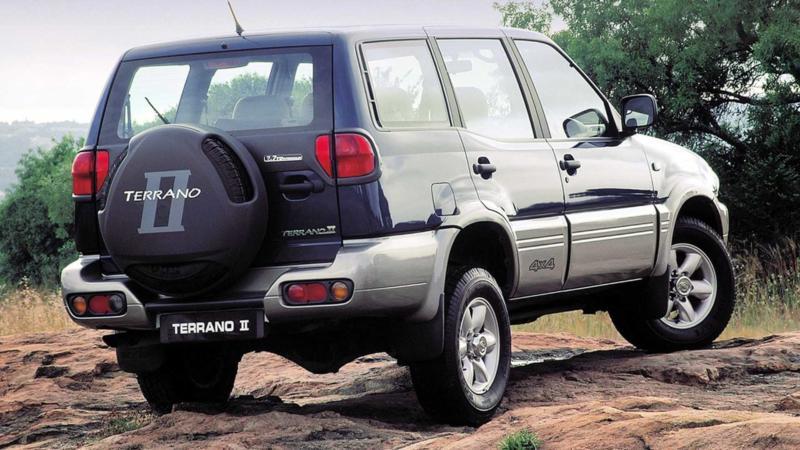 Вид сзади Nissan Terrano 2