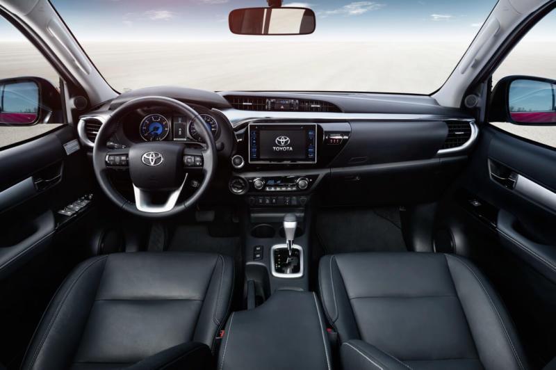 Интерьер Toyota Hilux