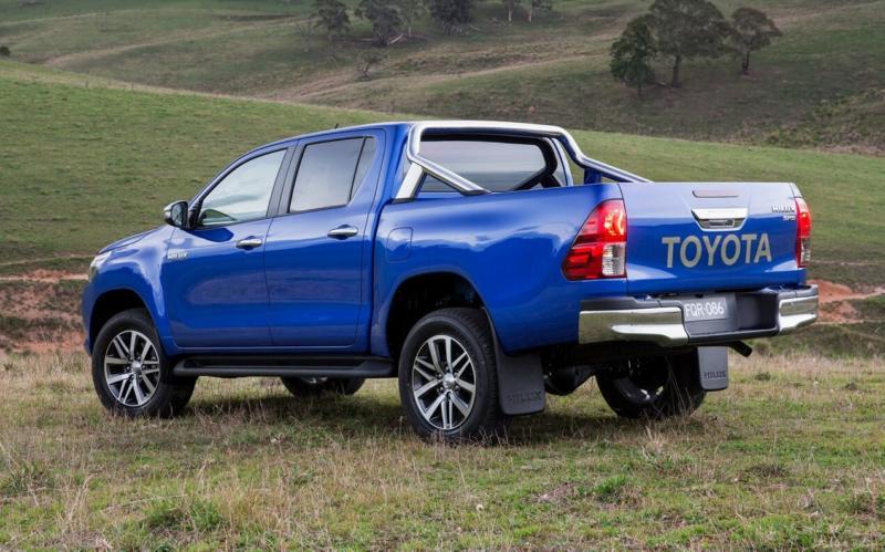 Вид сзади Toyota Hilux
