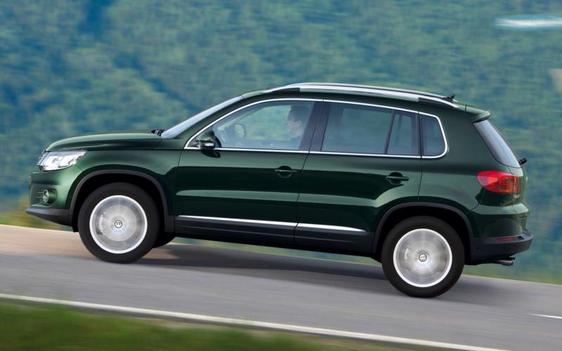 Вид сбоку Volkswagen Tiguan