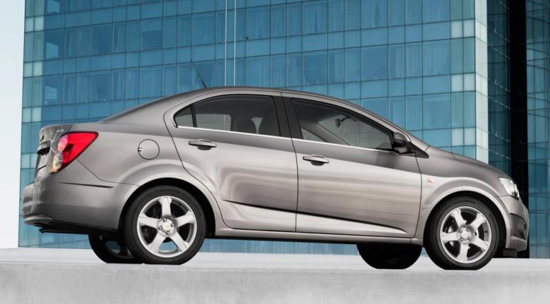 Chevrolet Aveo вид сбоку