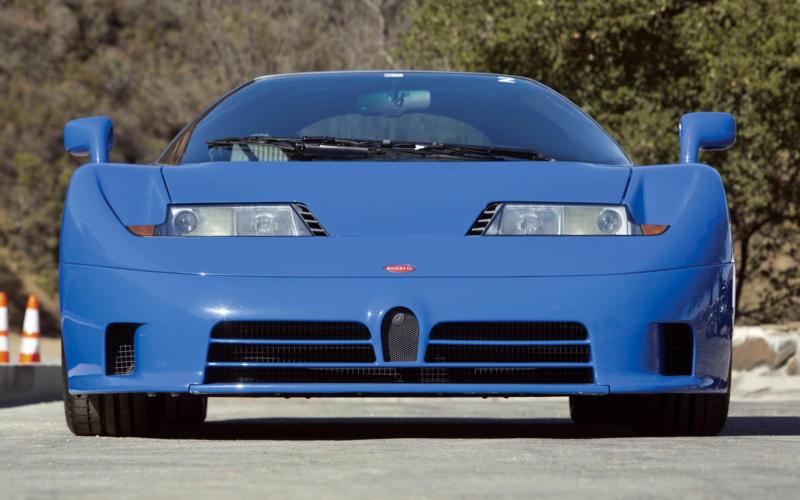 Вид спереди Bugatti EB110