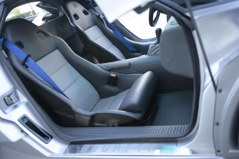 Салон Bugatti EB110