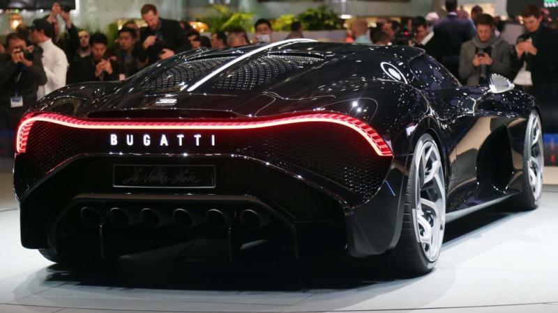 Вид сзади Bugatti La Voiture Noire