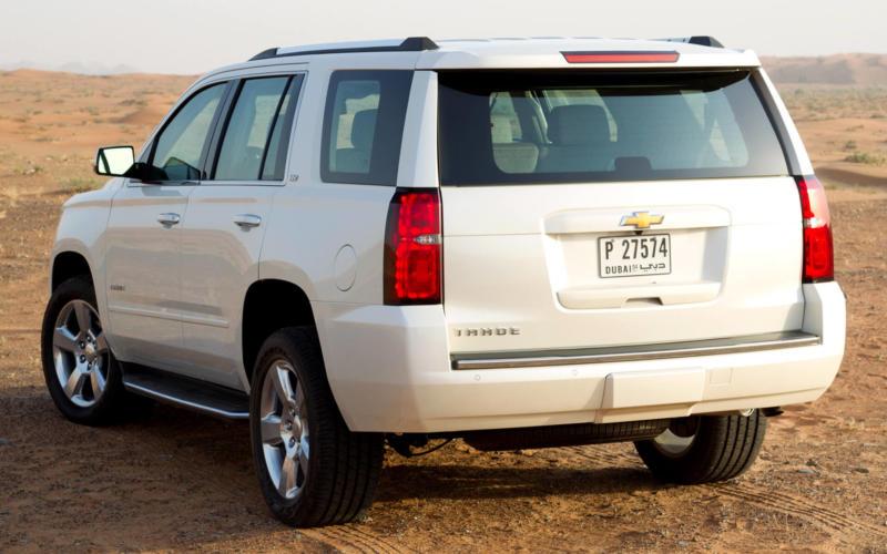 Вид сзади Chevrolet Tahoe IV