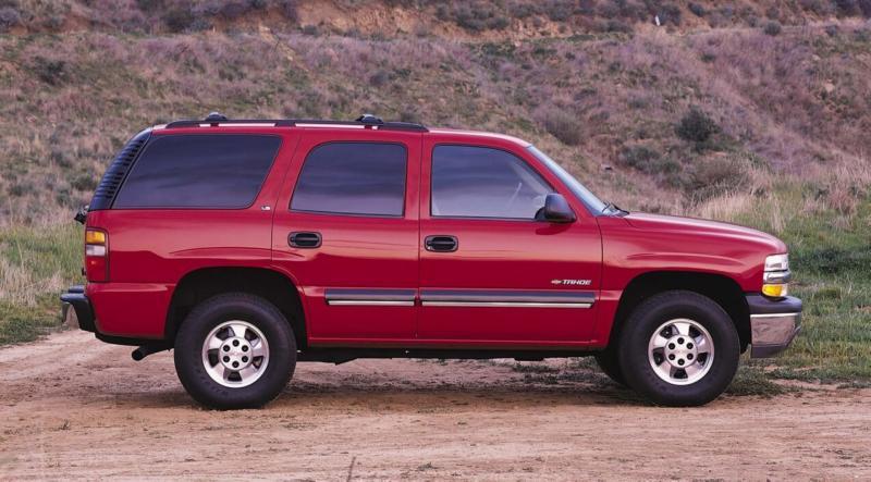 Вид сбоку Chevrolet Tahoe 2