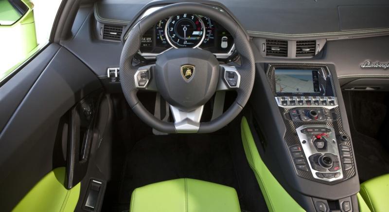 Интерьер Lamborghini Aventador