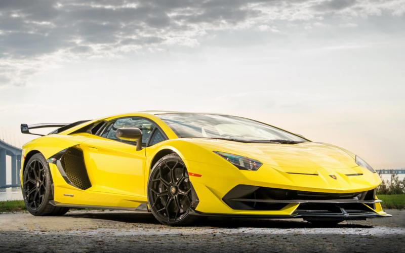 Суперкар Lamborghini Aventador SVJ