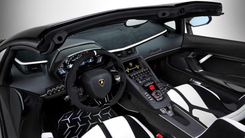 Интерьер Lamborghini Aventador SVJ