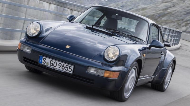 Вид спереди Porsche 911