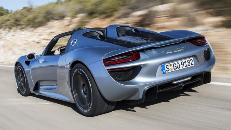 Вид сзади Porsche 918 Spyder