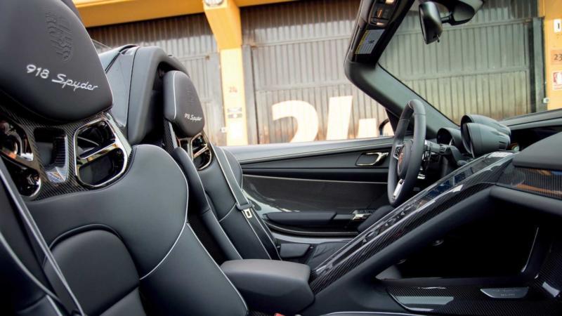 Фото салона Porsche 918 Spyder