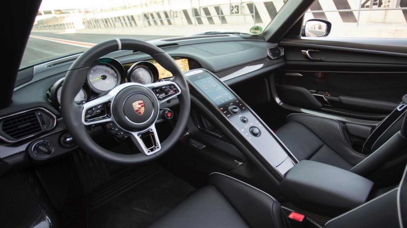 Салон Porsche 918 Spyder