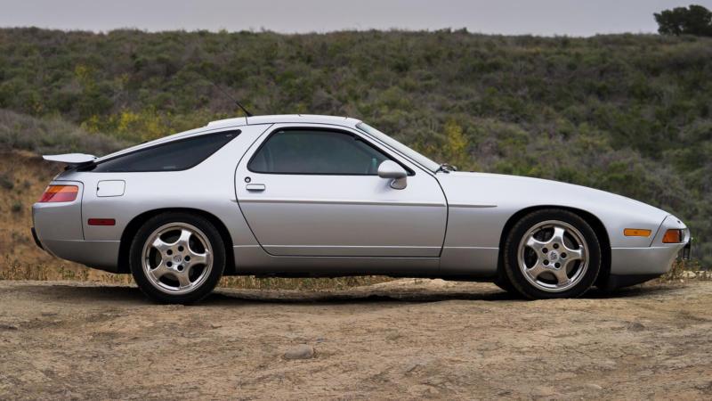 Porsche 928 вид сбоку