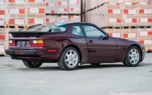 Автомобиль Порше 944