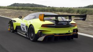 Вид сзади Aston Martin Vulcan AMR Pro