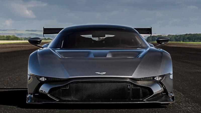 Вид спереди Aston Martin Vulcan