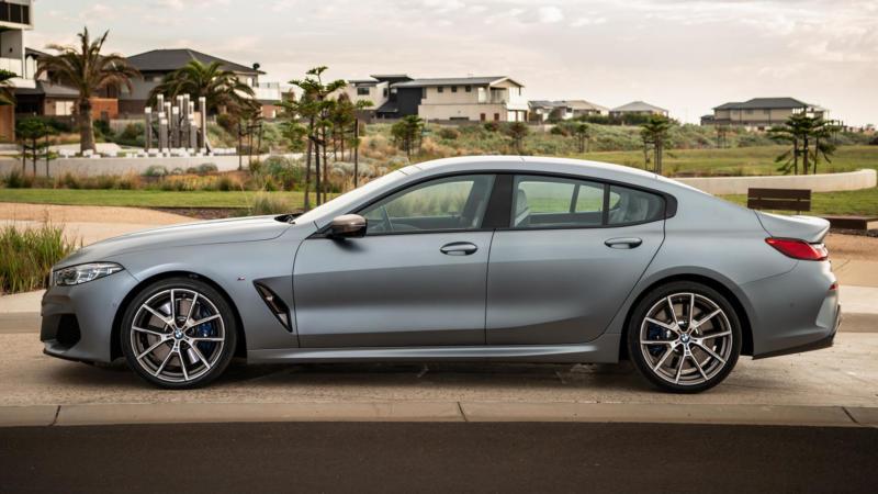Вид сбоку BMW M8