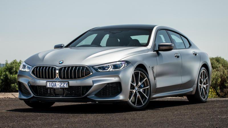 Вид спереди BMW M8