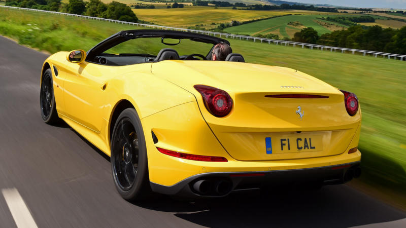 Ferrari California T вид сзади