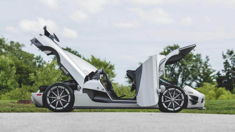 Вид сбоку Koenigsegg CCXR Trevita