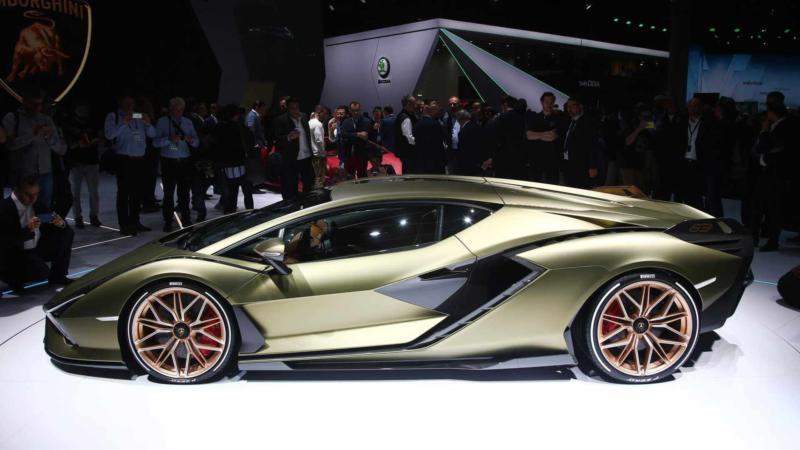 Lamborghini Sian вид сбоку