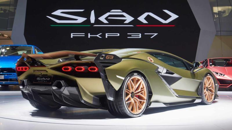 Lamborghini Sian вид сзади